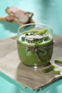 Weight Loss Smoothie with Romaine Lettuce, Spinach, Celery, Apple and Pear