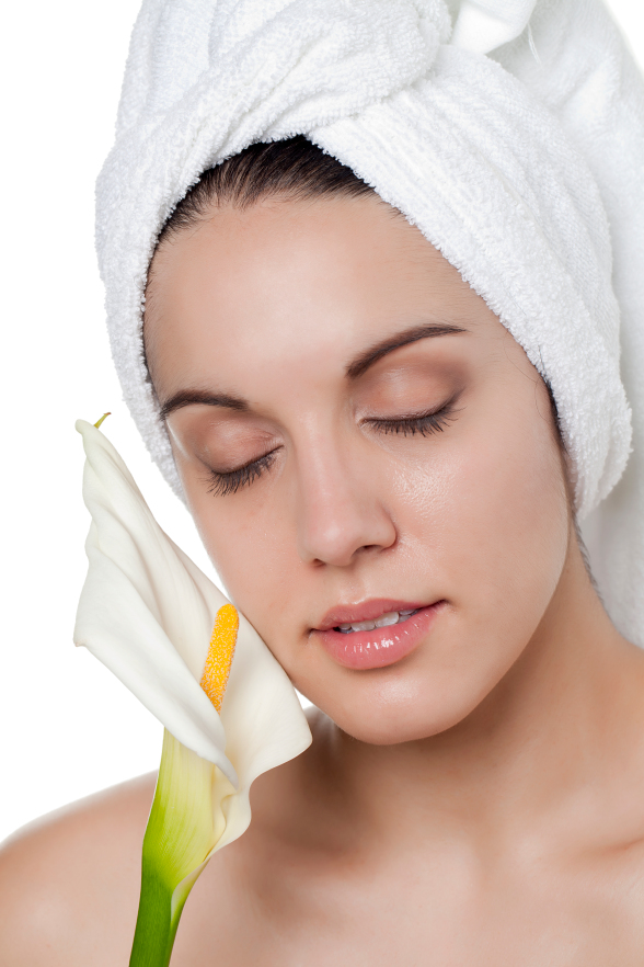 Oily skin benefits tremendously from exfoliation or removal of dead cells from the top layer of the skin. As dead skin leads to clogged pores, use of Ustraa's gel based Face scrub for oily skin twice a week; will leave your skin smooth and clean.